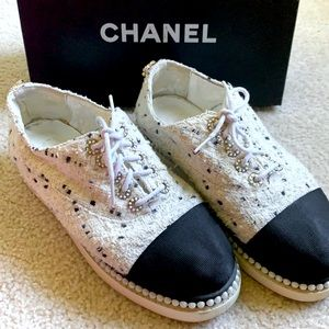 CHANEL tweed w/pearl oxford/sneaker